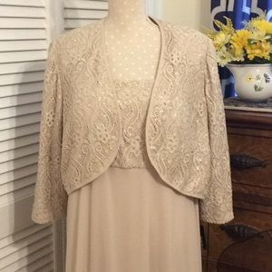 Lovely lace top plus size, soft skirt gown Sz. 22W
